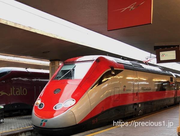 イタリアの主要都市をつなぐ高速電車フレッチャロッサ