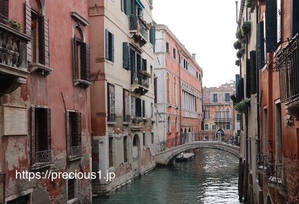 ヴェネツィアの運河の美しい景色