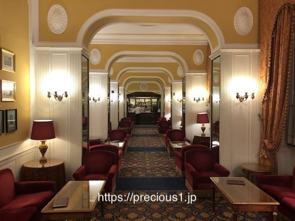 ローマのホテル、マッシーモ ダゼリオのロビー