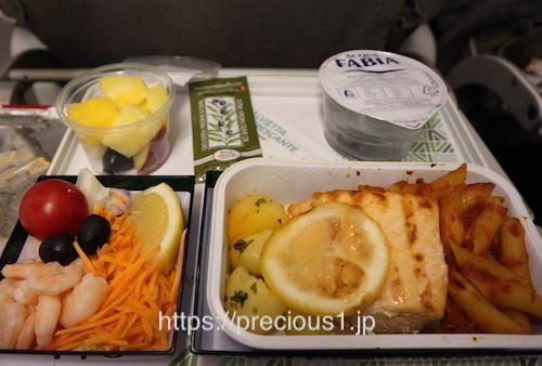 アリタリア航空 ローマレオナルド・ダ・ヴィンチ(フィウミチーノ)国際空港発成田国際空港行きのスペシャルミールのシーフード食