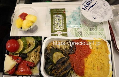 アリタリア航空 ローマレオナルド・ダ・ヴィンチ(フィウミチーノ)国際空港発成田国際空港行きのスペシャルミールのベジタリアン食(乳製品・卵を含む)