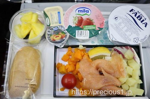 アリタリア航空 ローマレオナルド・ダ・ヴィンチ(フィウミチーノ)国際空港発成田国際空港行きのスペシャルミールの軽食シーフード食