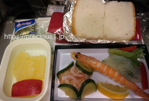 アリタリア航空 成田空港発ローマレオナルド・ダ・ヴィンチ(フィウミチーノ)国際空港行きのスペシャルミールの軽食シーフード食