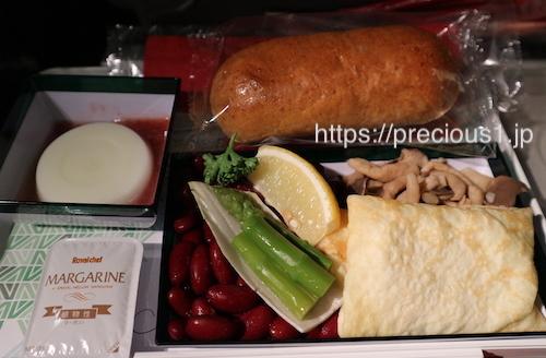 アリタリア航空 成田空港発ローマレオナルド・ダ・ヴィンチ(フィウミチーノ)国際空港行きのスペシャルミールの軽食ベジタリアン食(乳製品・卵を含む)