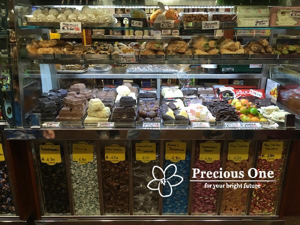 ローマの食料品店のスイーツ