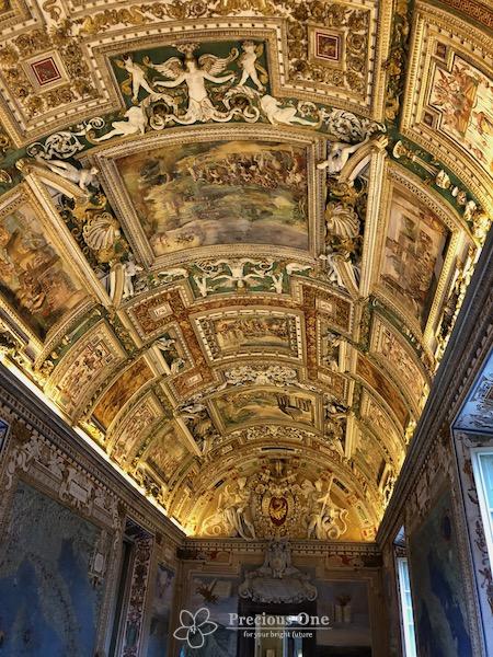 ヴァチカン美術館内地図のギャラリーのきらびやかな天井