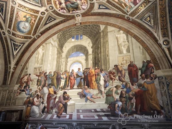 ヴァチカン美術館内ラファエロの間のアテネの学堂